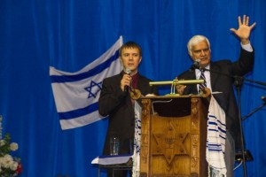 Ravi Zacharias speaks at a Mission Ukraine event at Kiev Jewish Messianic Congregation.